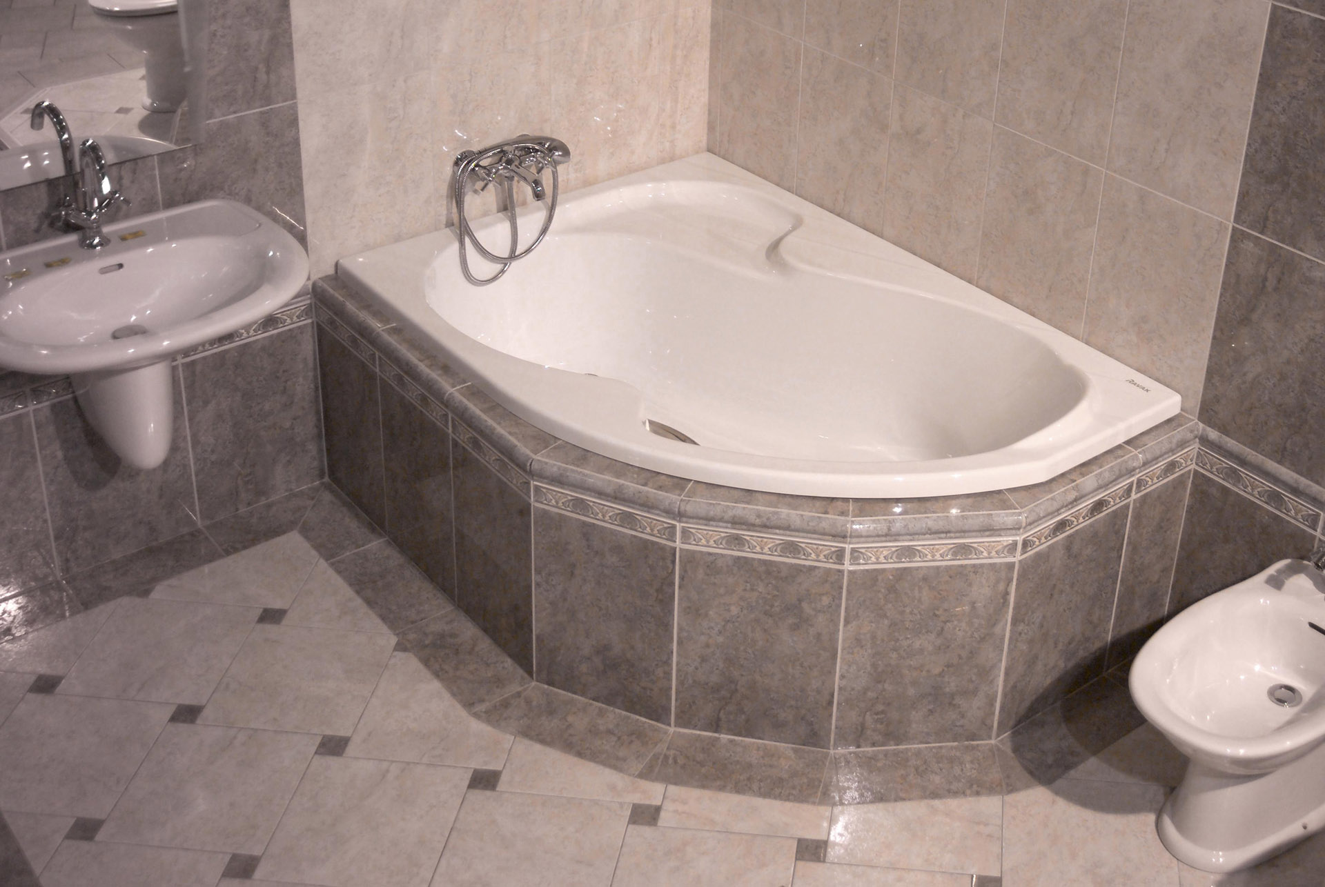 Углубление под ноги в ванной фото 1 фотография
